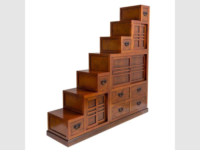 Doppelseitiger Treppen-Tansu mit vielen Türen