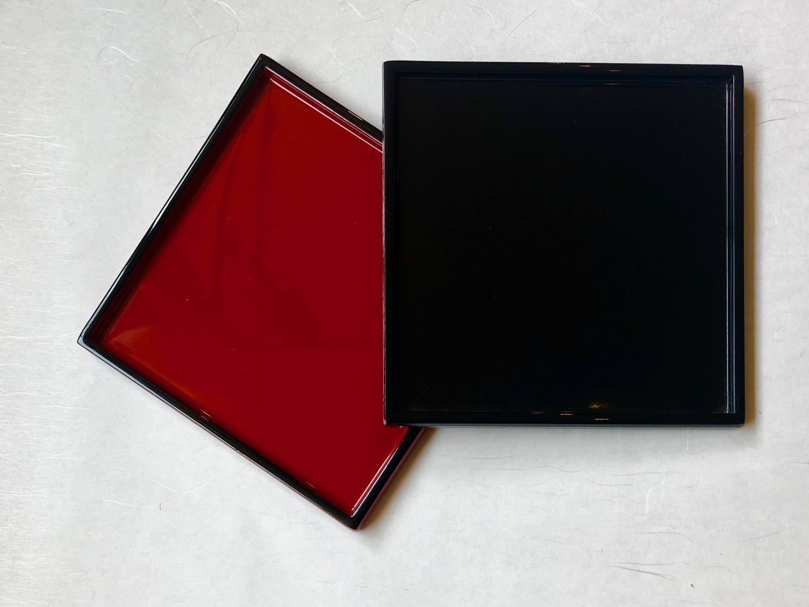 Lacktablett rot-schwarz 14 cm x 14 cm